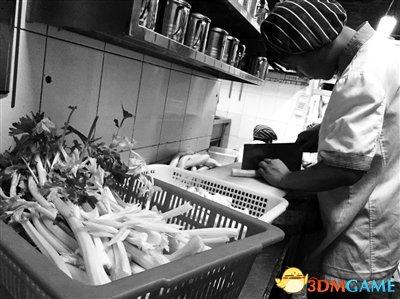 赚的都是辛苦钱 南京送菜工月工资1.2万惊呆白领