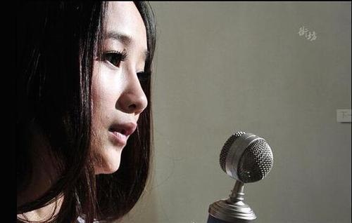 19岁网络女主播:每天唱歌6小时 半个月才领到70元