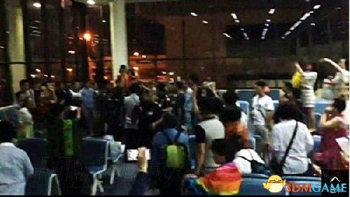 <b>大陆游客在日本机场乱丢垃圾 引发清洁工的不满</b>