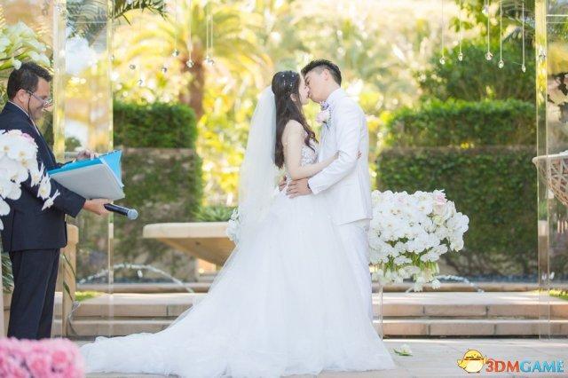 画面太美!刘强东奶茶妹妹今日大婚 两人深情拥吻