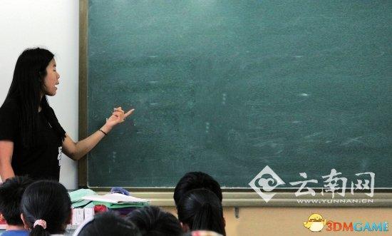 北大女生云南支教带黄瓜上性教育课 引发社会热议