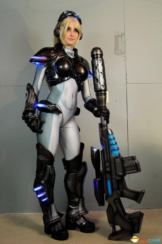 美女Coser打造星际2诺娃装备,星际争霸2