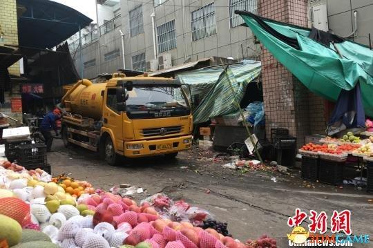 湖北宜昌化粪池爆炸:井盖被冲出10多米 14人伤