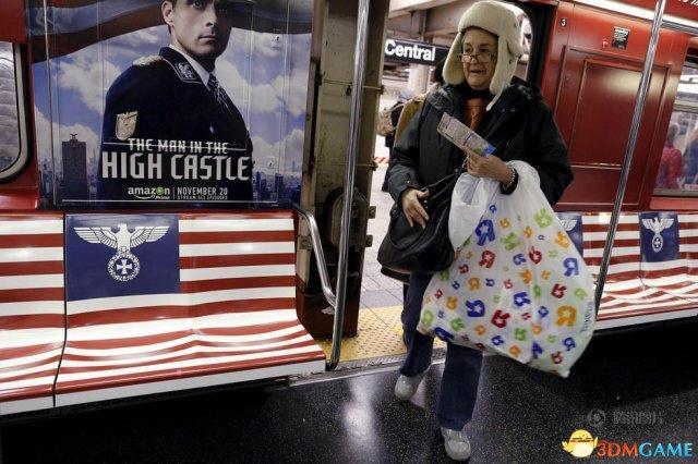 亚马逊为宣传电视剧:地铁车厢贴纳粹照片招摇过市