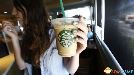 美国女子嫌星巴克冰咖啡冰块过多:索赔500万美元