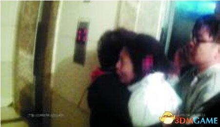 狂躁男子砍掉女友耳朵 竟自己报警称要持刀行凶