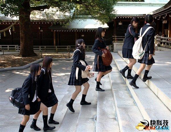 日本高中为了吸引学生来 校服设计照搬少女漫画