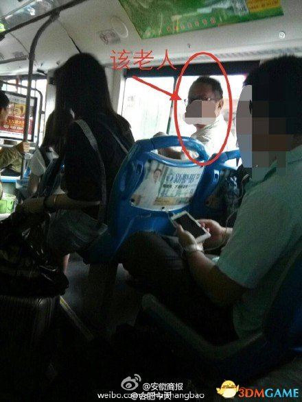 小朋友因生病未让座,在北京的地铁上