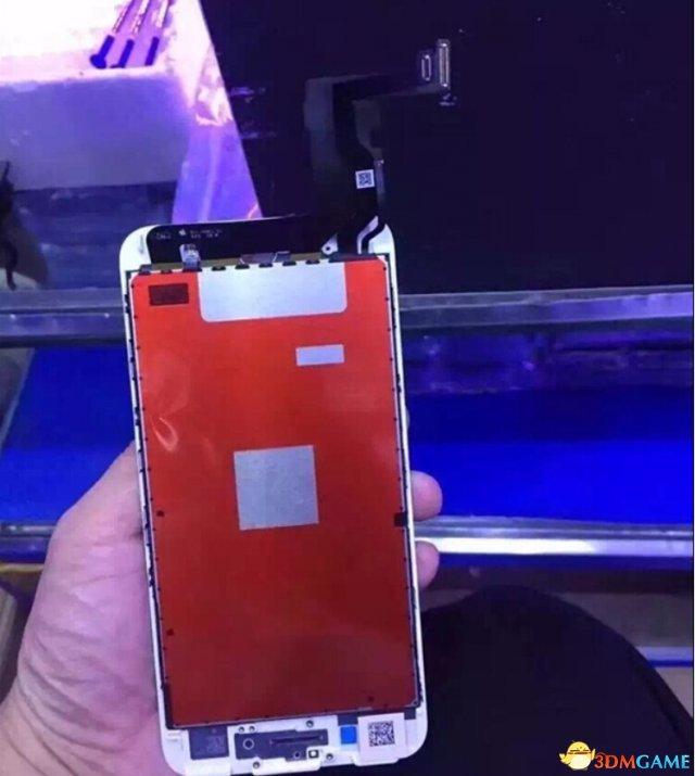 这就是新iPhone的面板?暗示新机内部大改