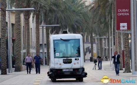 <b>终于试运营 世界第一条无人驾驶公交可免费乘坐</b>