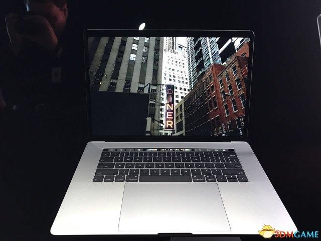苹果新MacBook Pro开盖即开机:竟然有这么个典故