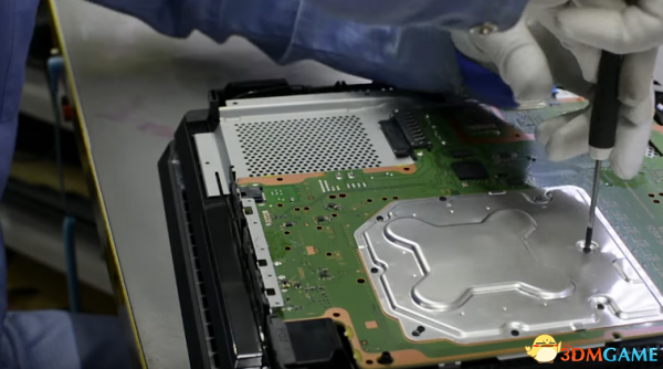 PS4 Pro主机两段拆解视频公布 内部元件纤毫毕现