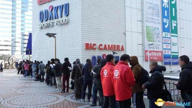 <b>日本玩家疯抢Switch:店前排长龙 首日8点已售罄</b>