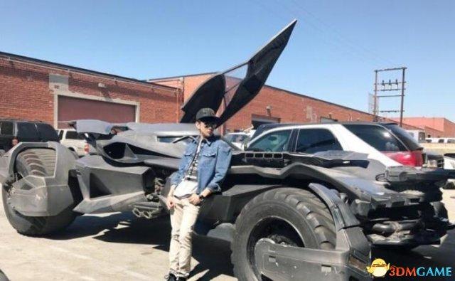 林俊杰曬出新座駕蝙蝠車:需要三個車位才能停車