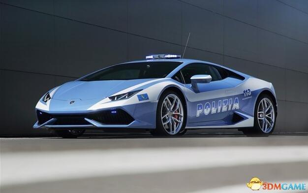 游玩产生现实性,意国警察开豪车