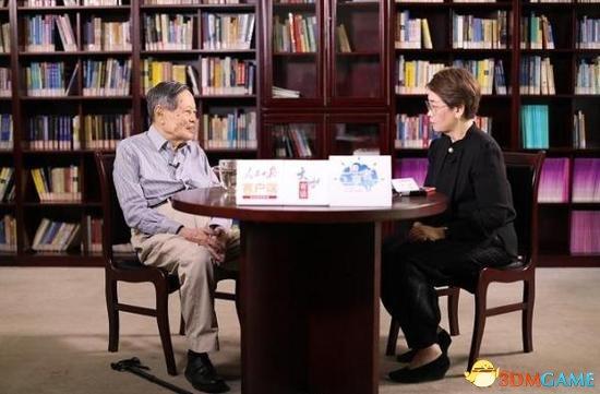 杨振宁:美国教育绝对没中国的中学小学大学好