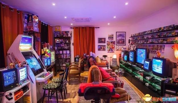 美国女孩童年玩不到游戏机 长大把卧室改竞技房