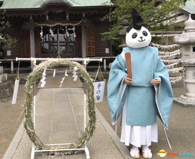 国宝人见人爱!日本百年有鹿神社惊现熊猫大神官