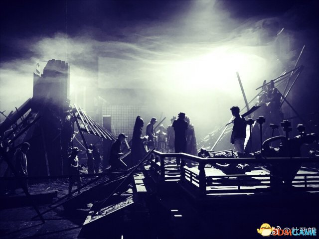 《真三国无双》新片场照曝光 战争场景烟雾缭绕