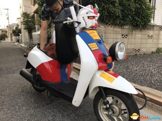 大神自制初代高达主题电车 造型拉风售价24万日元