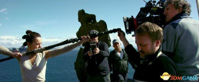 《星球大战8》 新剧照及片场照 卢克手缠绿带拍摄