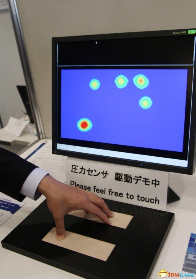 拍拍肩膀就有回应 日本最新机器人触感回馈系统公开