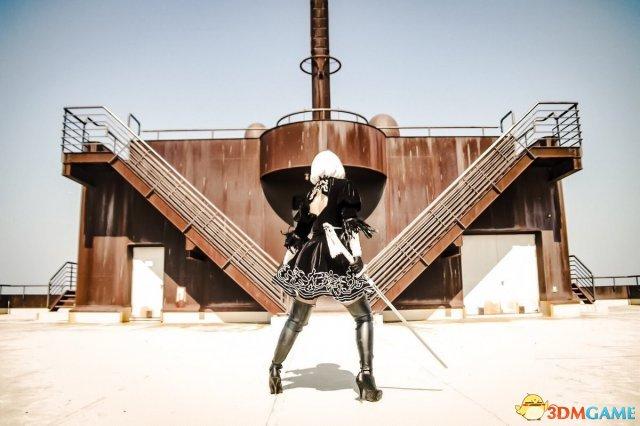 日本美女COS《尼尔:机械纪元》2B 穿开胸衫吸睛