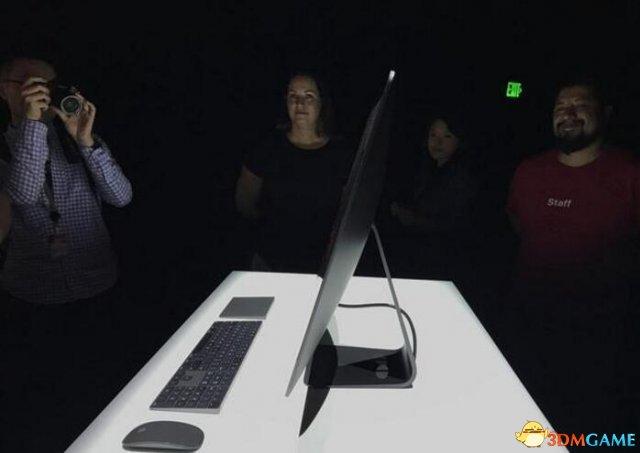 每人限购两台:售价5千刀的苹果iMac Pro开售了!