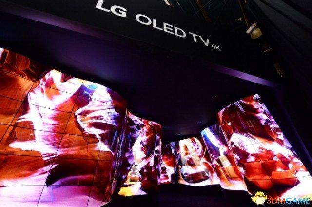 """""""峡谷""""采用了 LG 的多款电视和显示器新品拼接而成。"""