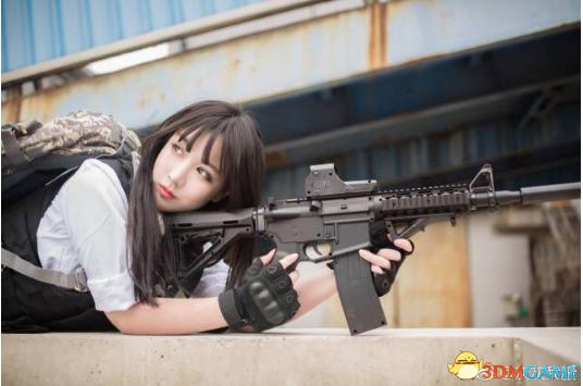 美女玩家绝地求生COSPLAY 一人一枪没有平底锅?