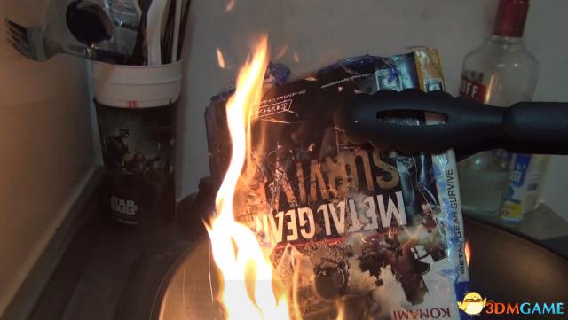玩家烧毁《合金装备:幸存》PS4实体版 发泄不满