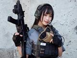 萌妹COS《绝地求生》 武装美少女登上吃鸡战场