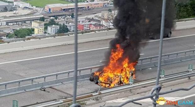特斯拉又发生致命事故!消防:撞车或致电池起火