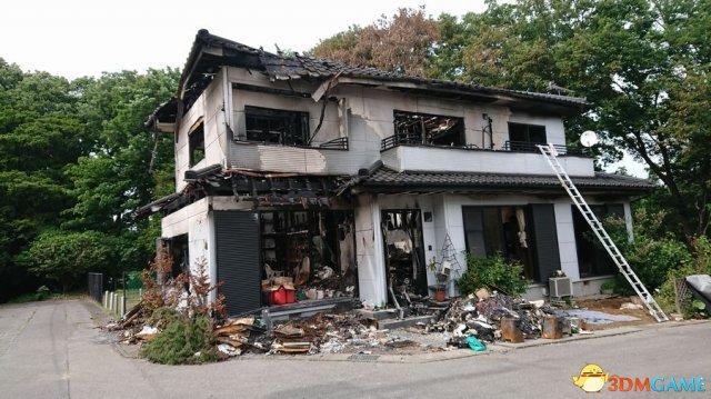 内心够强大 日漫画家网上卖自家烧毁房屋写真获热议