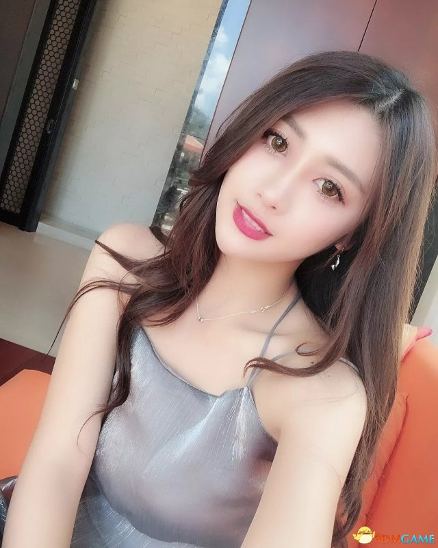 台湾妹子何季珍福利美照欣赏 身材性感电眼迷人
