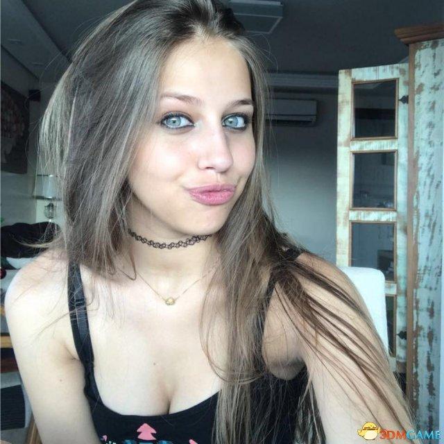 南半球15岁正妹福利美照欣赏 超胸猛颜值高吸睛