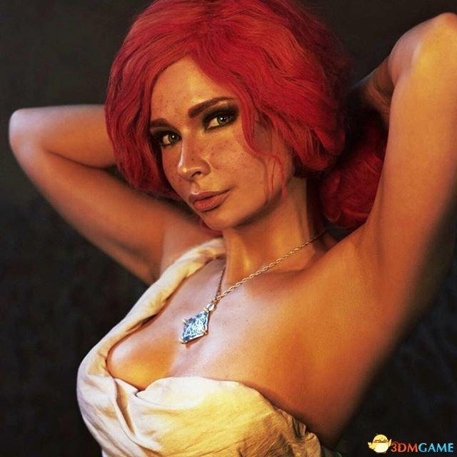 《巫师3》特莉丝新Cos美图 美女酥胸半露性感无比