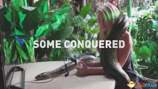 《古墓丽影:暗影》漫展现场玩蛇 吃虫 氛围热闹