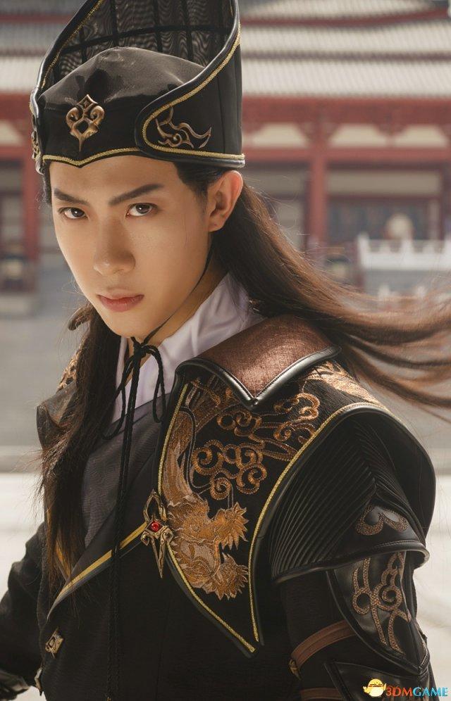 <b>《剑网3》狄仁杰主题礼盒上线 COS演绎皇家风范</b>