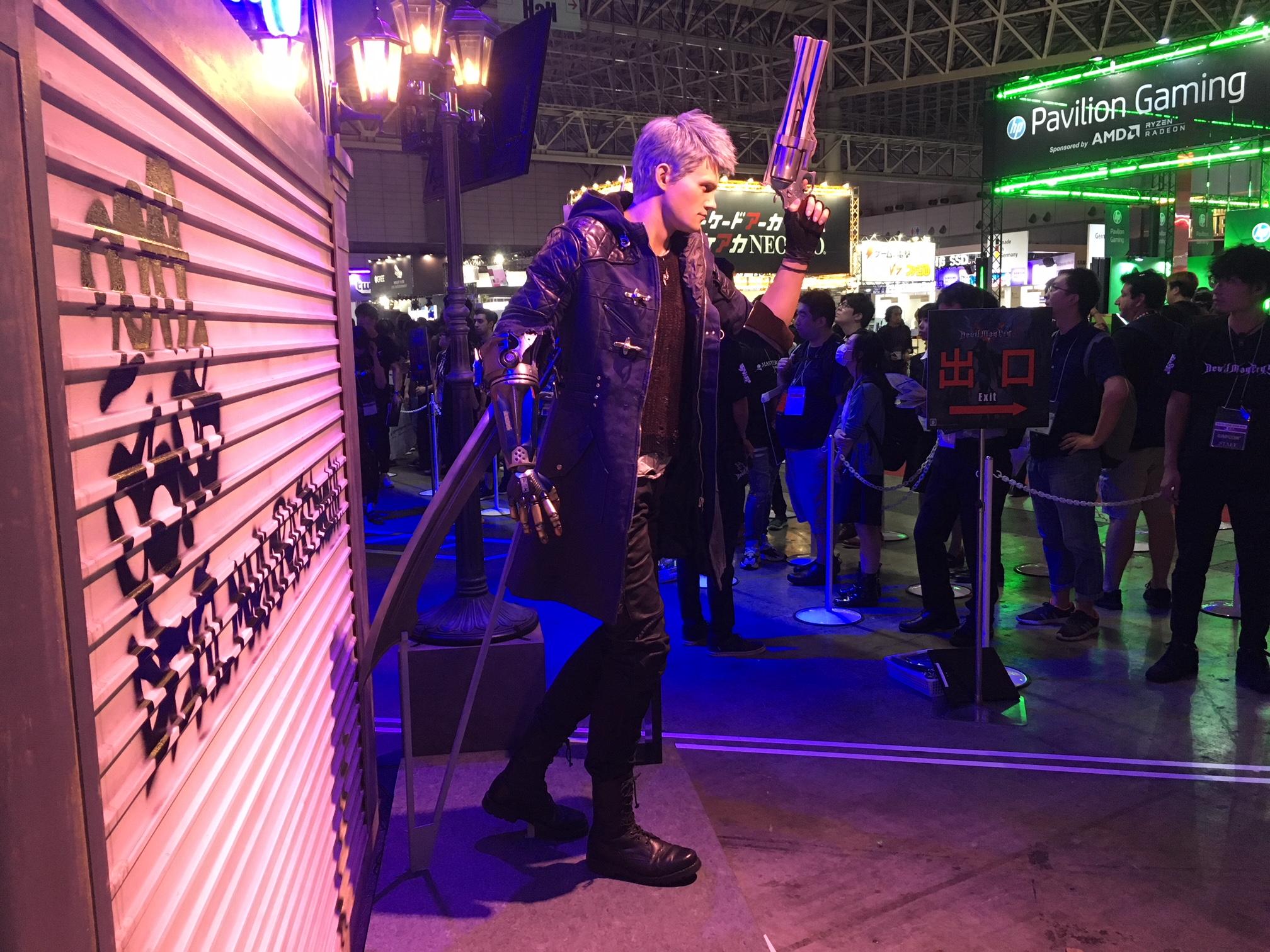 TGS2018:《鬼泣5》真人雕像亮相 还原度高尼禄太帅了