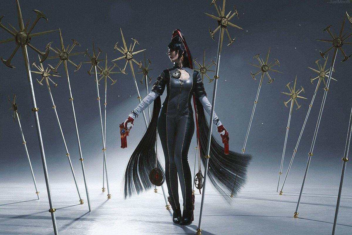 国外美女cos《猎天使魔女》贝姐 全果出镜展示好身材