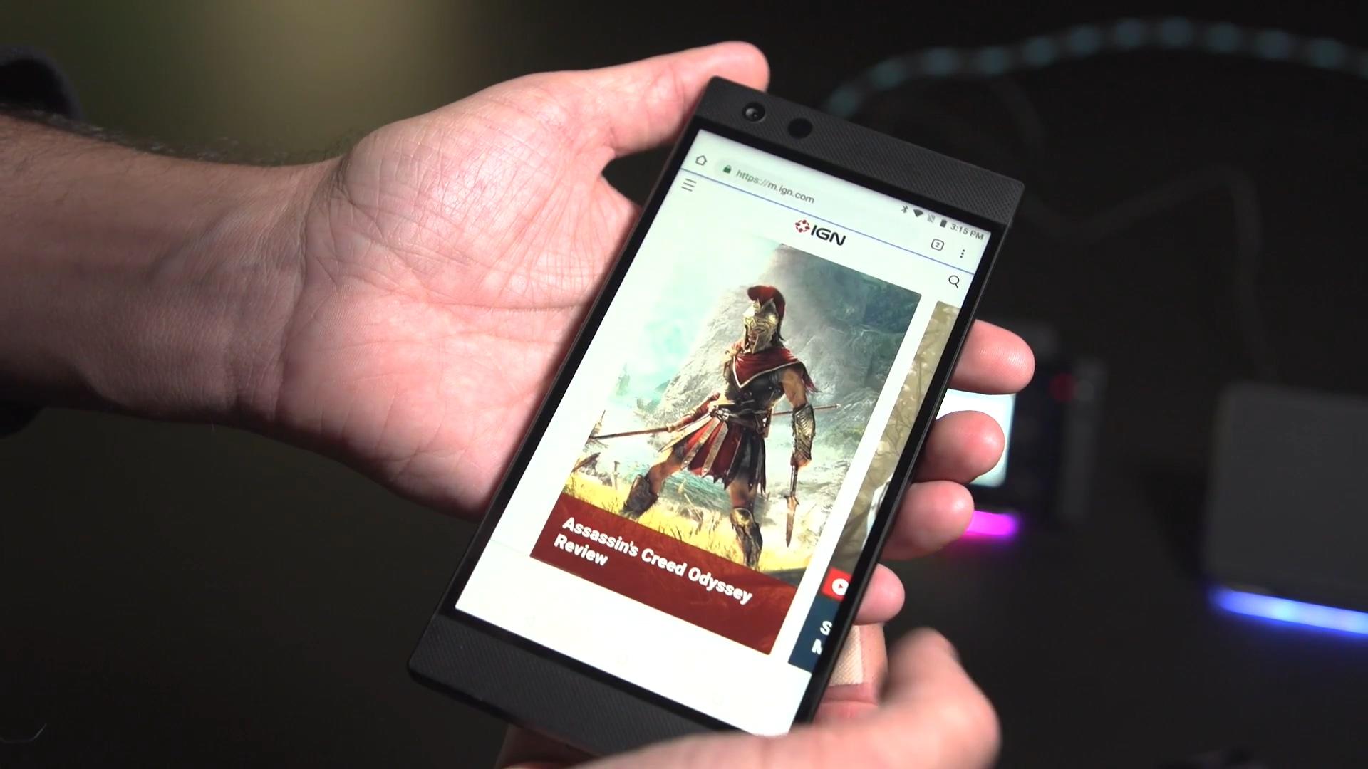 雷蛇手机2上手视频:酷炫RGB灯效、游戏顺滑
