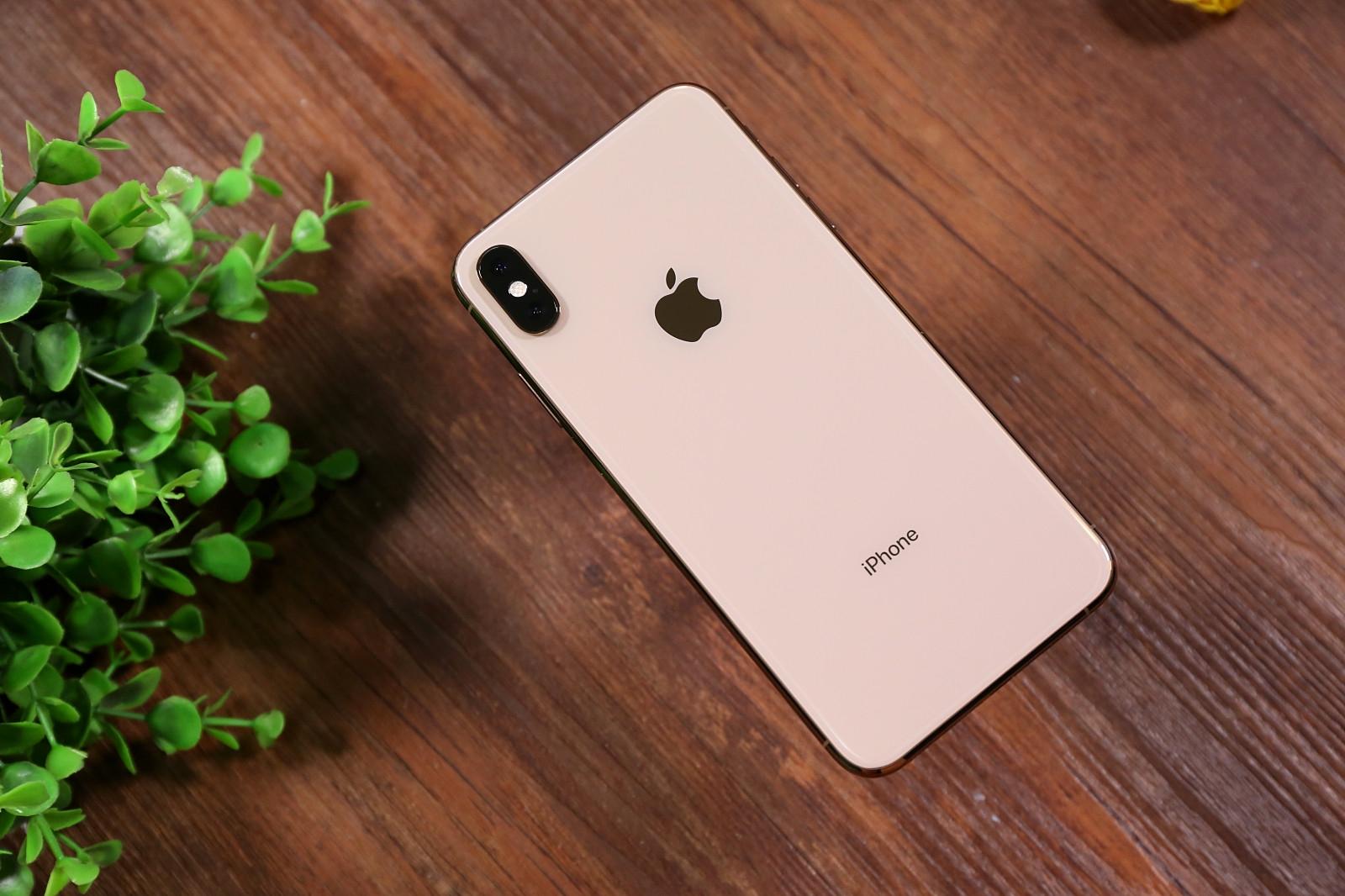 苹果着急申请新专利:在屏幕上进行钻孔 抛弃刘海屏