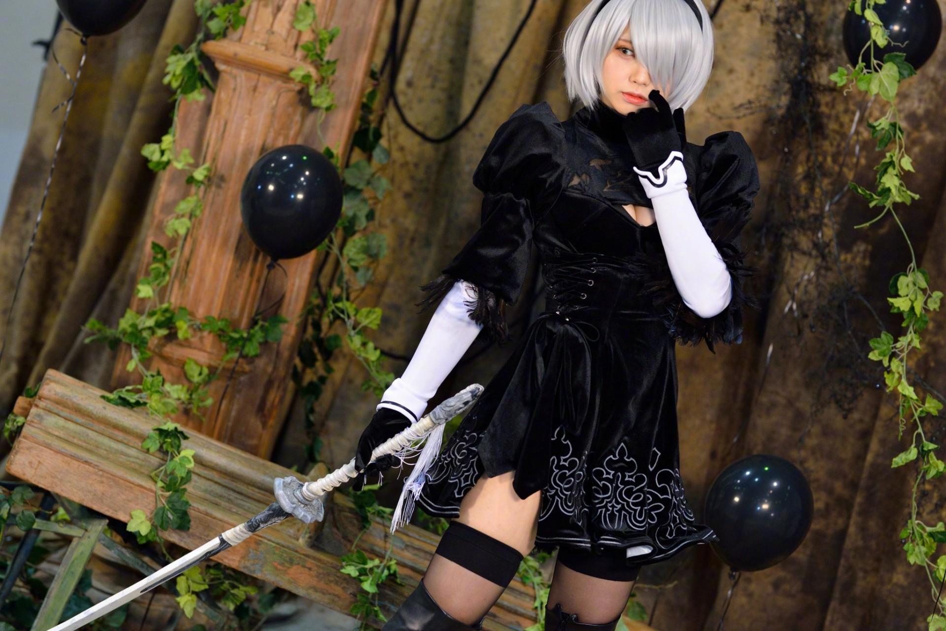 日本美女Enako COS《尼尔》2B 黑丝美腿性感撩人