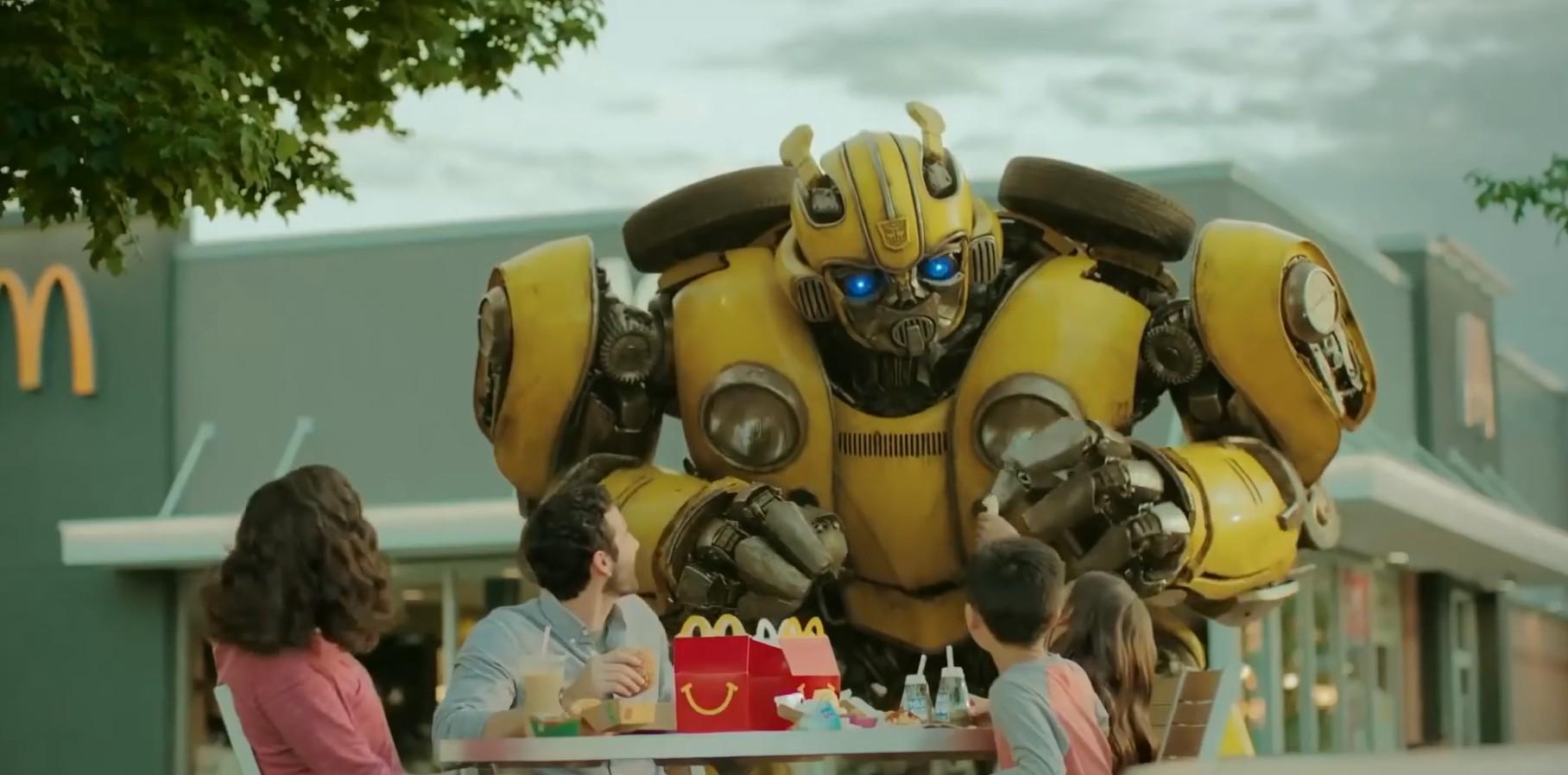 柱子哥狂怼声波机器狗!《大黄蜂》新预告与麦当劳联动