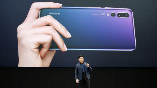 余承东:华为也有折叠手机 出货量在2020年前超越三星