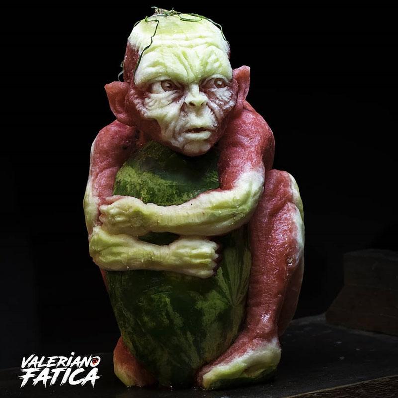 大神的世界!国外神级高玩晒出魔戒咕噜西瓜雕刻版引惊叹