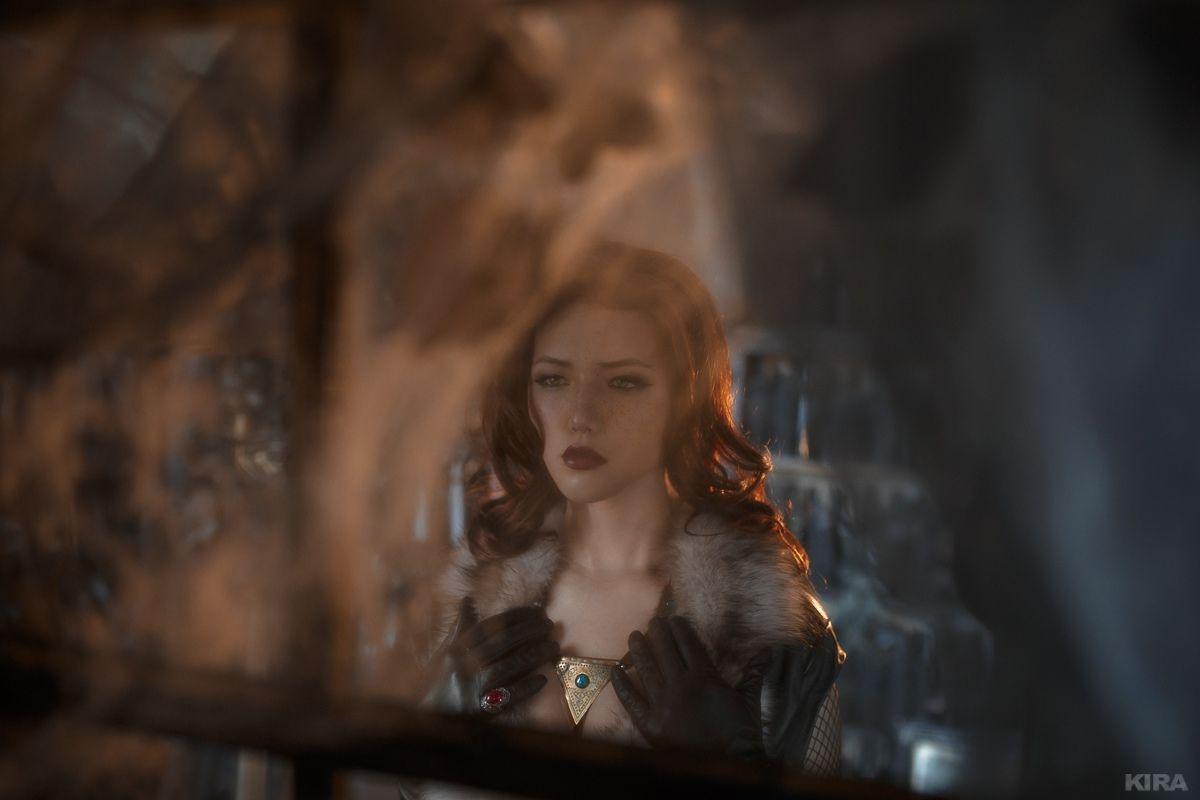 俄罗斯美女COS《巫师》特莉丝 酥胸半露性感诱人