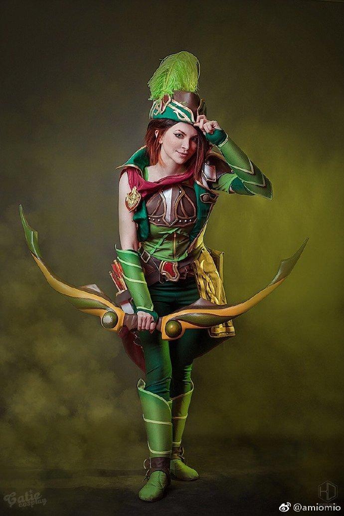 俄罗斯美女Cos《Dota2》风行者 身穿绿装英姿飒爽