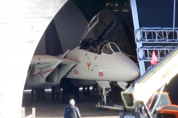 《壮志凌云2》 大量片场照 F14战机和坦克亮相